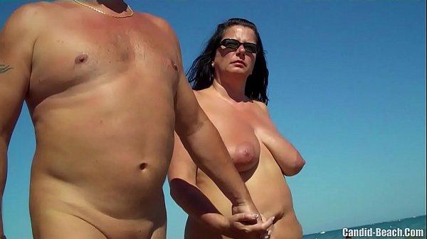 Nackt strand milf am Nackte Mütter